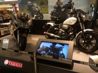 翌日、新東名清水PAにて。館内にオートバイの展示。さすが静岡。