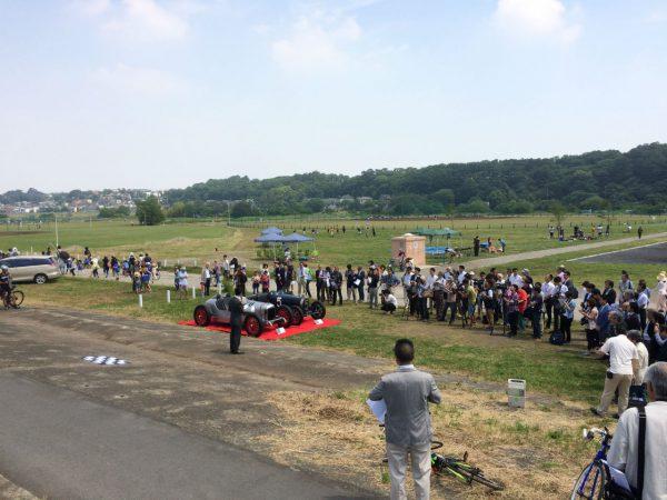 多摩川スピードウェイ記念プレート除幕式の様子
