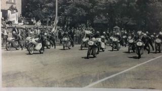 1959年ホンダマン島TTレース初挑戦125ccクラススタートシーン